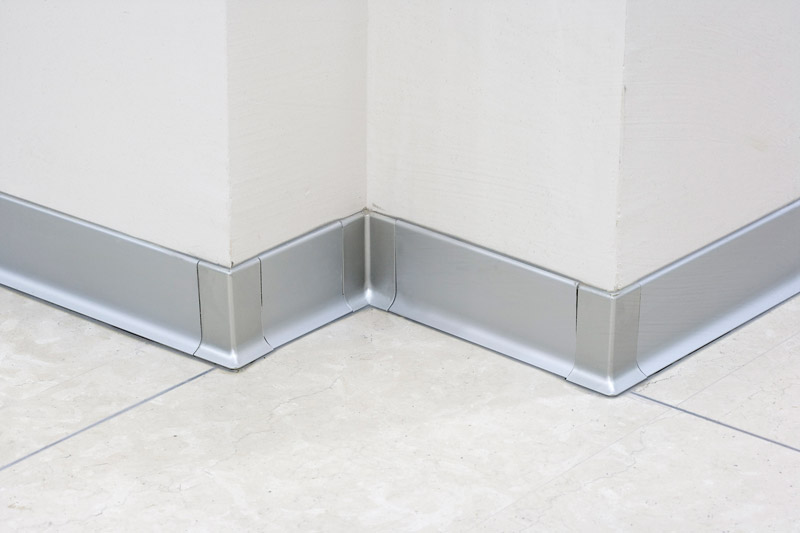 Skirting 40 polished and satined stainless steel aisi 304 for Angle plinthe cuisine
