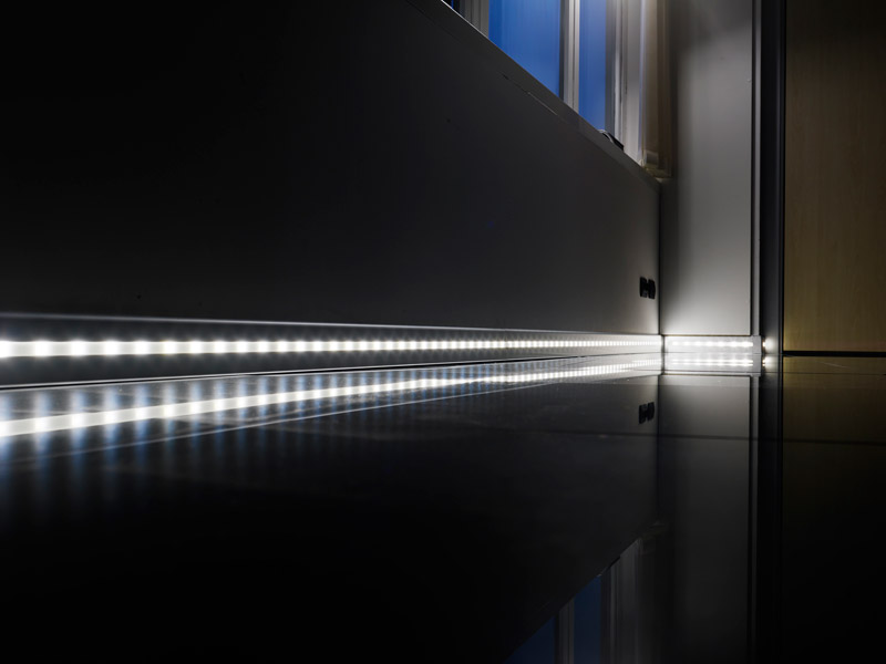 Proskirting Led Anodised Silver Aluminium With Led And