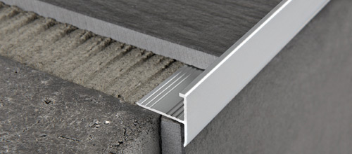 Protermstep all in alluminio naturale e anodizzato argento for Profilo jolly piastrelle
