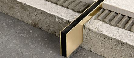 Mortar-laid joints steel-brass